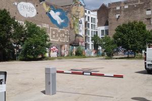 Womoflex Berlin Mitte Einfahrt mit Schranke
