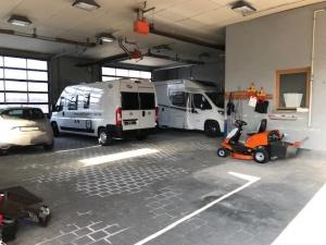 Innenansicht Hallenstellplatz Wohnmobil Caravan 91613 Marktbergel Womoflex