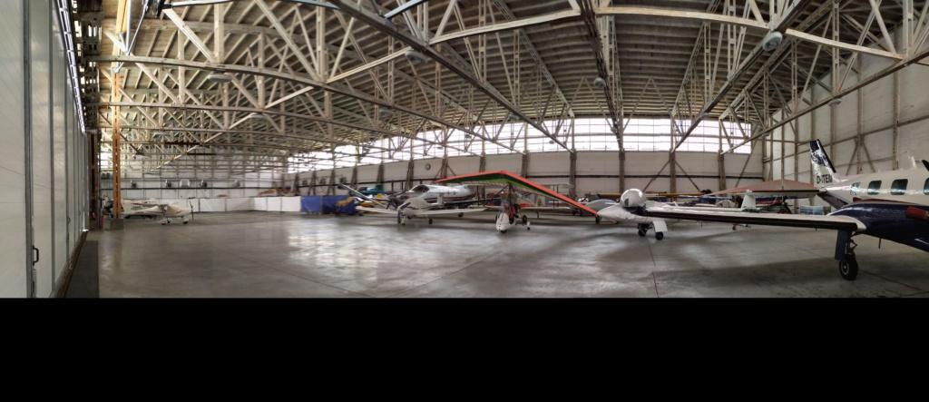 Innenansicht Hallenstellplatz im Hangar Strausberg für Wohnmobil und Wohnwagen auf dem Flughafen in Strausberg