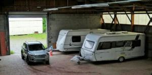 Innenansicht Einfahrt Hallenstellplatz für Wohnmobil, Wohnwagen und Bootstrailer in Weisel Rheinland-Pfalz