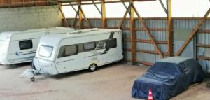 Innenansicht Hallenstellplatz - Unterstellplatz für Wohnmobil, Wohnwagen und Bootstrailer in Weisel Rheinland-Pfalz
