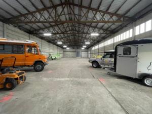 Innenansicht Hallenstellplatz Wohnmobil, Wohnwagen in Paulinenaue im Berliner Umland