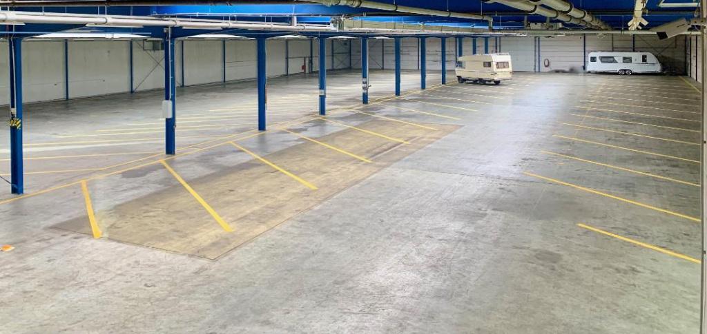 Unterstellplätze Innenansicht Park-it! Badeleben - Hallenstellplätze für Wohnmobile und Caravans